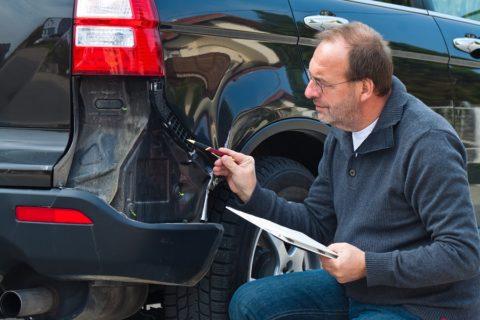 Gutacher / Sachverständiger nach Autounfall